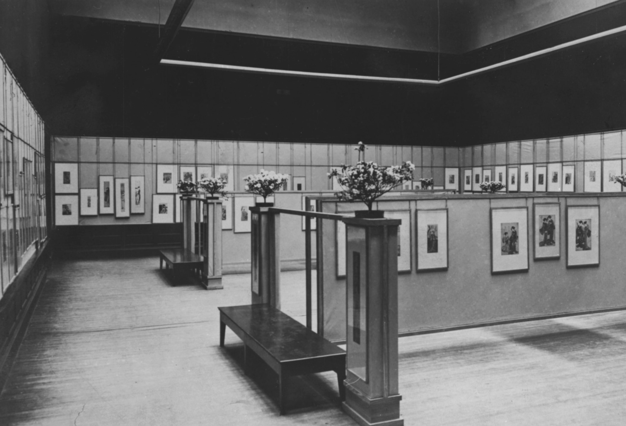 An Installation View Of The 1908 Art Insute Chicago Exhibition Anese Color Prints Which Was Designed By Frank Lloyd Wright